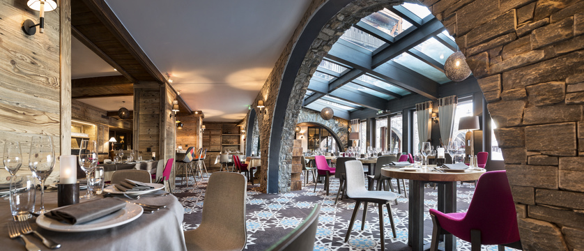 france_espace-killy-ski-area_tignes_village-montana-hotel_dining-room.jpg